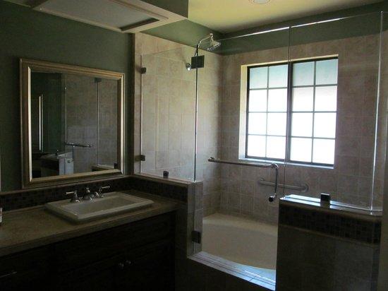 Welk Resort San Diego: Master Bathroom
