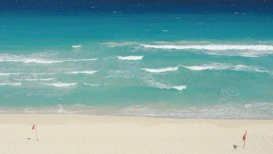 Emporio Hotel & Suites Cancún: The waves