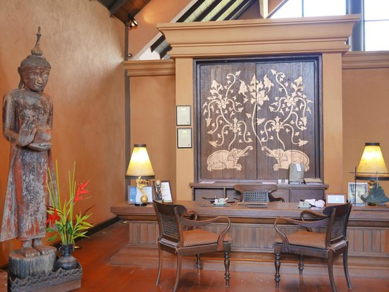 Anantara Golden Triangle Elephant Camp & Resort: check in desk