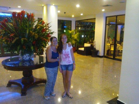 Hotel Arena Blanca : Recepción, cálida y acogedora.