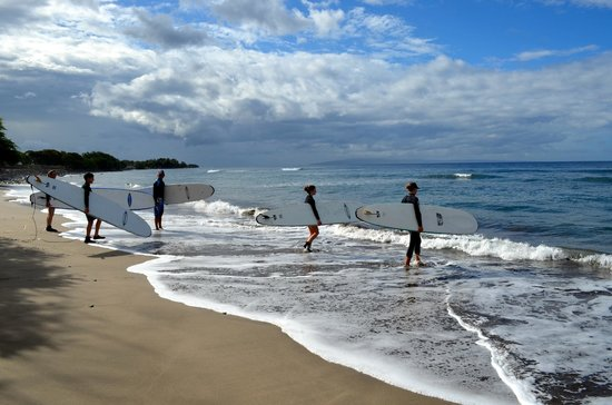 Maui Surfer Girls : Lucky to have 2 instructors for 3 participants--heading out for a lesson