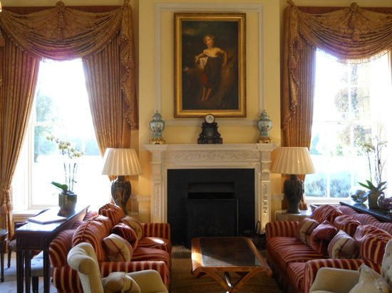 Lucknam Park: The living room in the Juliete Suite