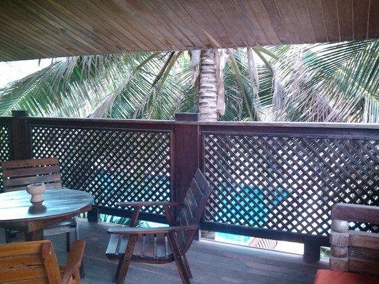 Pousada Casa Rossi: Vista para jardim/piscina
