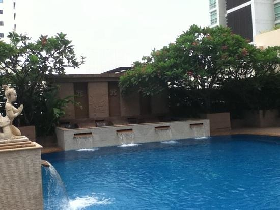 Siam City Hotel: The pool i found.