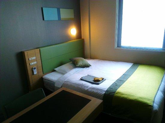 Super Hotel LOHAS Tokyo Station Yaesu Chuo-guchi: Bed