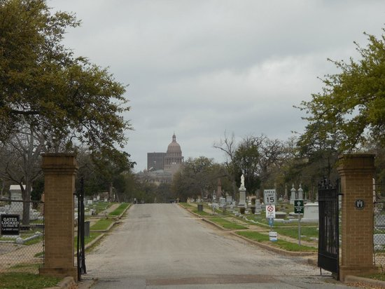 Texas State Cemetery : State Capitol from the cemetery
