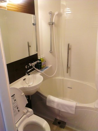 Super Hotel LOHAS Tokyo Station Yaesu Chuo-guchi: Bathroom