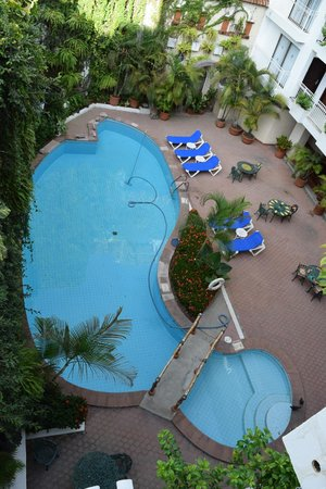 Los Arcos Suites: the pool