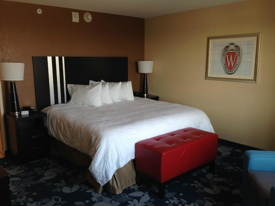 Hampton Inn & Suites Madison Downtown : Love the UW themed decor.