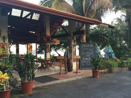 Hotel Costa Verde: Breakfast & lunch are