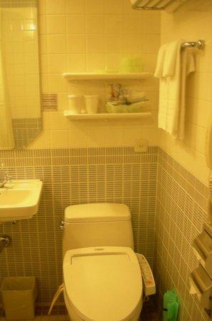 Hotel Monterey Ginza: 세미더블룸에있는화장실