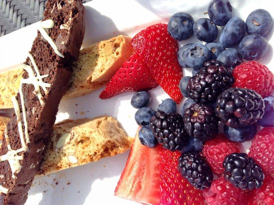Glow Fresh Grill & Wine Bar : Variety of deserts - Biscotti with fresh fruits