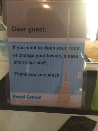 Haad Gruad Beach Resort & Spa: Daily cleaning isn't automatic???