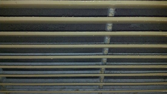 Grand Prix Motel: dirty air filter