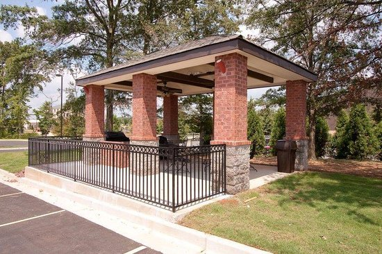Candlewood Suites Athens-GA: Candlewood Suites Athens GA Guest Gazebo Grilling area
