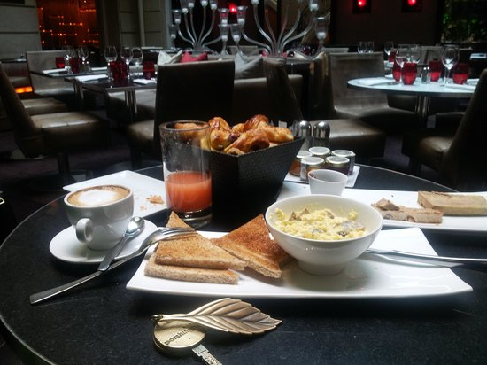 Pershing Hall: breakfast