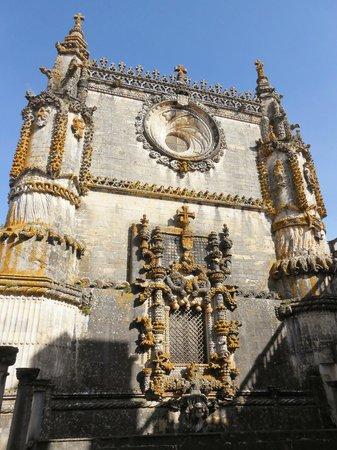 Convento de la Orden de Cristo: Vista do pátio interno do convento - estilo manuelino