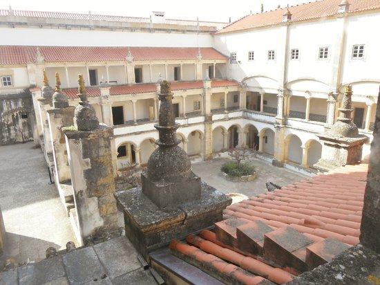 Convento de la Orden de Cristo: Vista do telhado para o pátio interno do convento