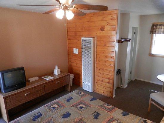 San Juan Motel: Basic room in front of property.