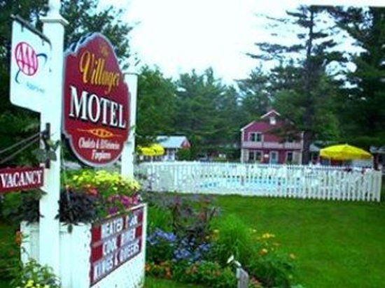 Villager Motel: Sign