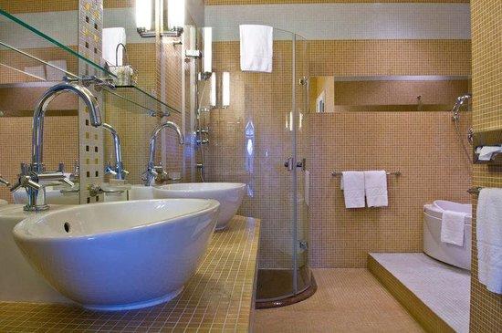Mamaison Riverside Hotel Prague : Bathroom Suite at Mamaison Hotel Riverside Prague