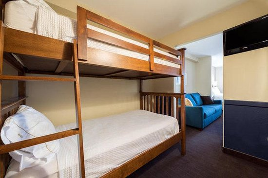 Holiday Inn Express Deer Lake: Spacious Family Room With Bunk Beds and an Additional Kids TV
