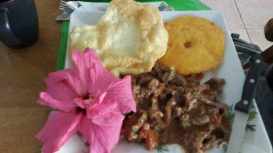 Punta del Encuentra: Bisteck de carne con ojaldra y tortilla