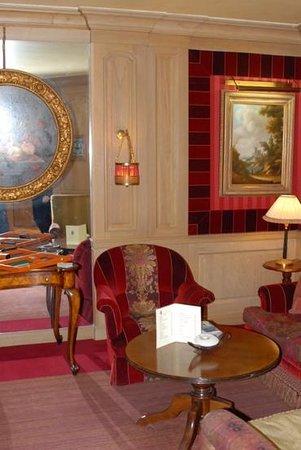 Chambiges Elysees Hotel: Бар отеля (март 2014)