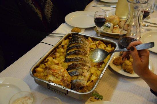 O Caraças : Köstlicher Fisch, der beste den wir je gegessen haben.