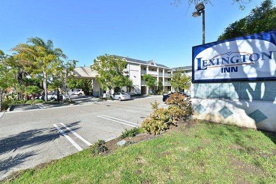 Lexington Inn: Exterior