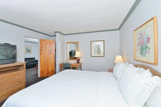 Lexington Inn: King Suite