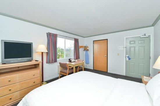 Lexington Inn: King Accessible Room