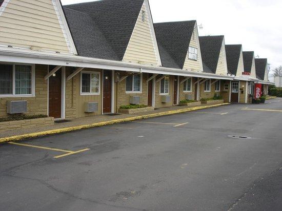 Value Inn Motel : HOTEL EXTERIOR