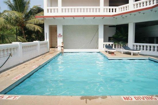 Mobor Beach Resort: бассейн