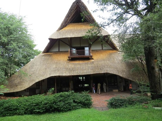 Victoria Falls Safari Lodge: The front of the Lodge