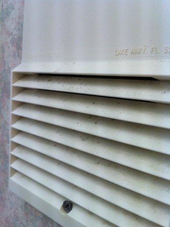 BEST WESTERN Inn at Palm Springs: Mold on bathroom/restroom fan