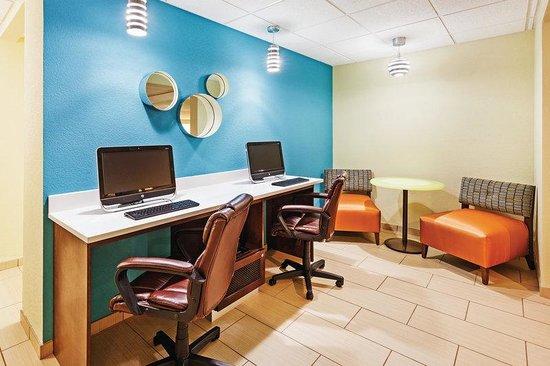 La Quinta Inn & Suites Knoxville Airport: Business Center