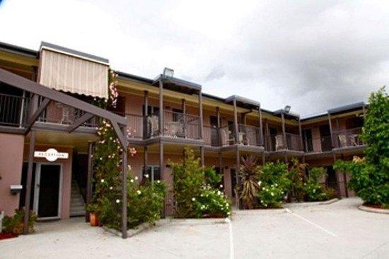 Station Hotel: Outside Motel