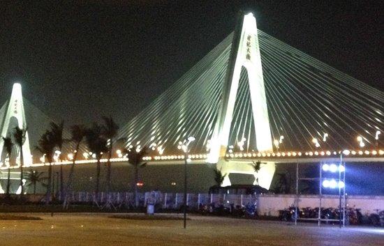 Shiji Bridge: Spectacular at night