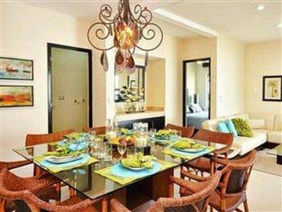 Encanto Riviera Apartments: BAR