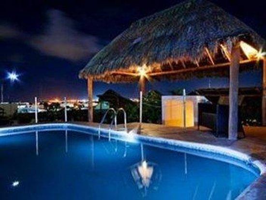 Encanto Riviera Apartments: SWIMMING POOL