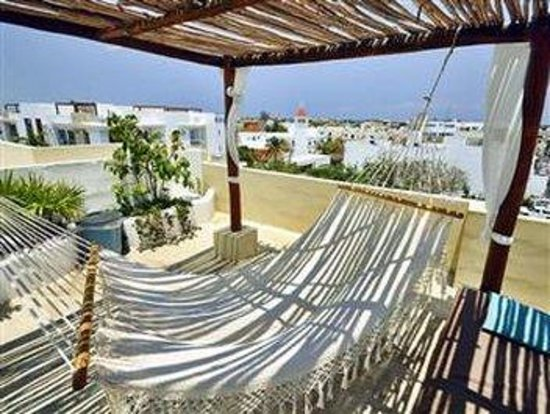 Encanto Riviera Apartments: TERRACE