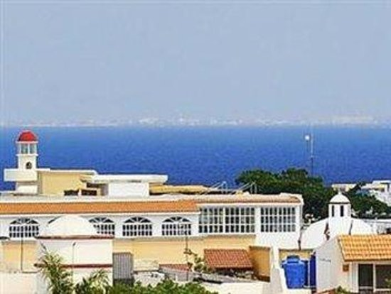 Encanto Riviera Apartments: VIEWS