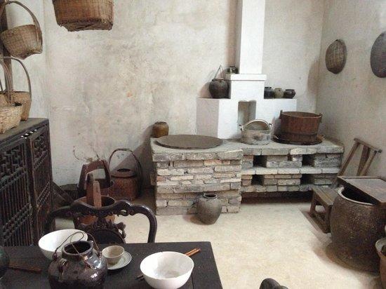 Crane Lake Hakka Village: Old-style kitchen and dining room