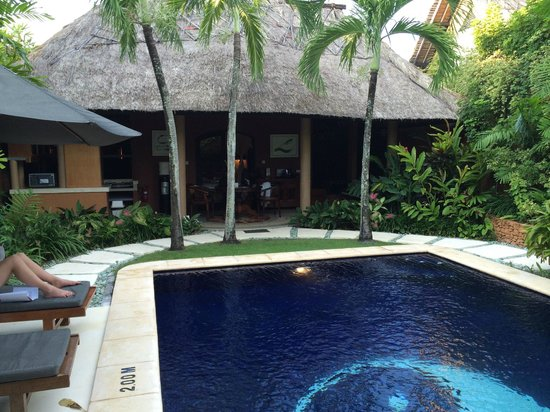Impiana Private Villas Seminyak : Looking from pool into main villa