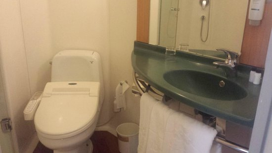 ibis styles Ambassador Seoul Gangnam: Bathroom
