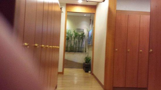 ibis styles Ambassador Seoul Gangnam: Sauna locker room