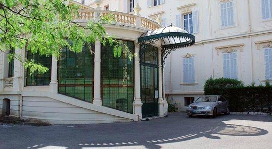 Hotel Alexandre III : L'entrée.