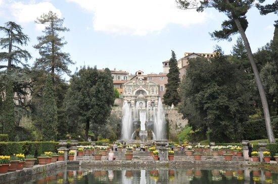Villa d'Este : Palace and Fountains