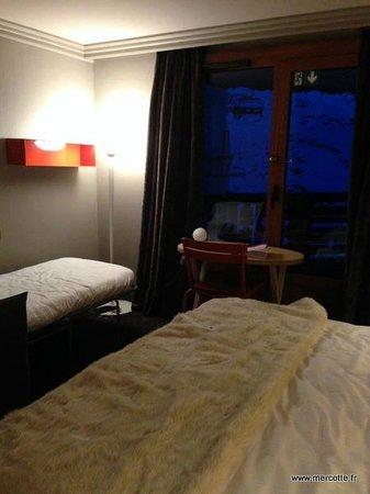 Hotel Le Val Thorens: chambre peu accueillante